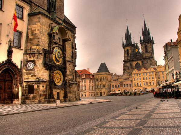 Prague Private Tour - Driven